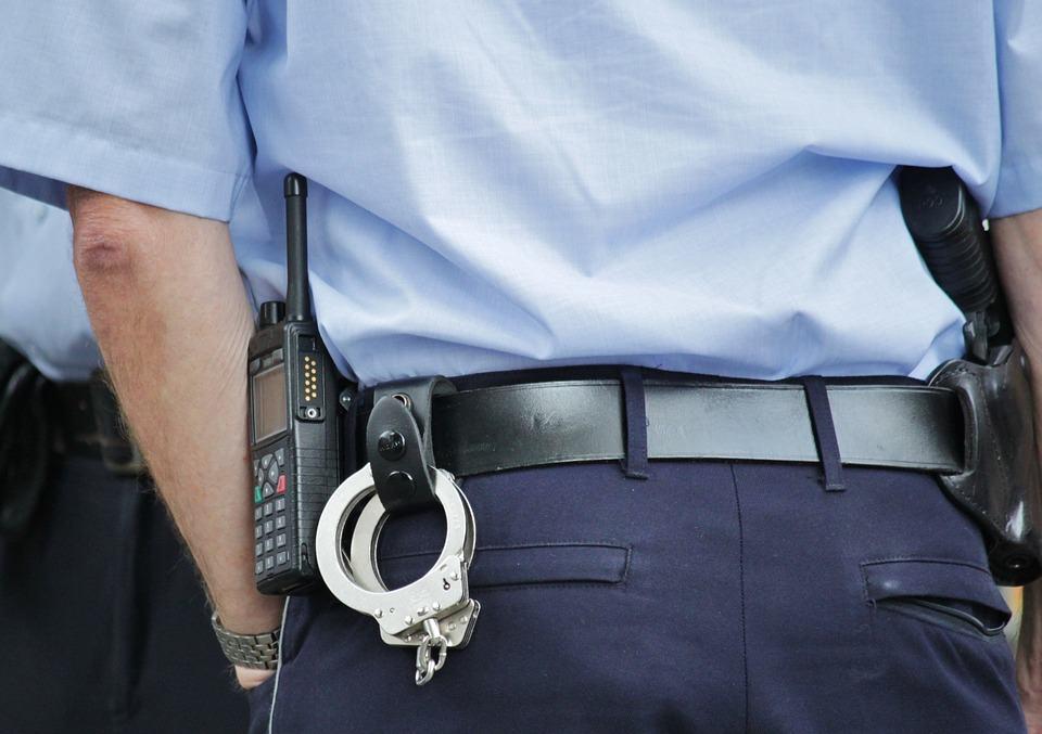 Ce au DESCOPERIT polițiștii din cadrul IPJ Arad în urma a două PERCHEZIȚII domiciliare
