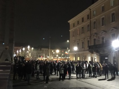 Oamenii îi cer DEMISIA! Mii de PERSOANE au IEȘIT AFARĂ pentru a PROTESTA împotriva LUI (VIDEO)
