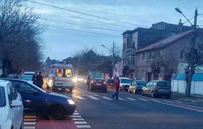 Elev LOVIT DE MAȘINĂ pe o stradă din municipiul Arad