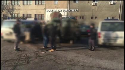 Zeci de MIGRANȚI, prinși în timp ce încercau să treacă ILEGAL frontiera (VIDEO)