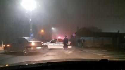 VIDEO/ Arde o CASĂ lângă Kaufland: Pompierii au intervenit cu mai multe autospeciale