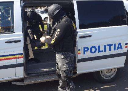 VIDEO/ Iată de ce sunt în stare luptătorii Serviciului pentru Acţiuni Speciale și câinii polițiști