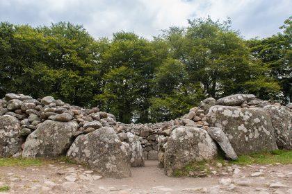 Descoperire UIMITOARE într-un MORMÂNT de peste 7000 de ani