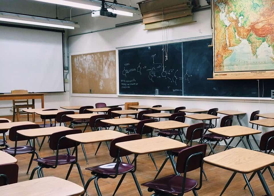 FOCARE de CORONAVIRUS în școli! Veste TERIBILĂ pentru părinți și copii în perspectiva deschiderii noului an școlar