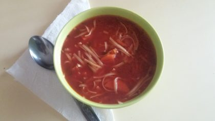 Reţetă culinară de week-end. Supă de roşii cu tăiţei sau orez
