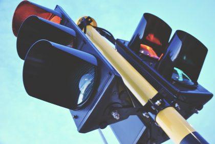 S-a solicitat montarea unor SEMAFOARE cu RADAR într-un cartier arădean. Ce răspuns a dat Ministerul Transporturilor