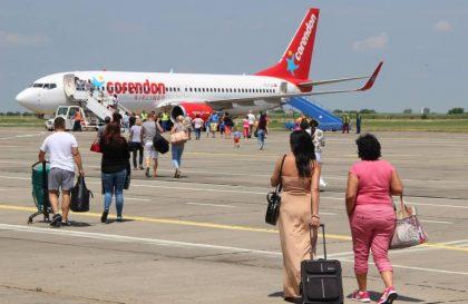 Peste 160 de pasageri şi-au luat zborul spre Antalya de pe Aeroportul Arad (GALERIE FOTO)