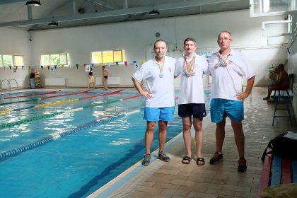 Înotătorii Masters ai CSM Arad la Cupa Sprint. Au fost medaliați de 10 ori