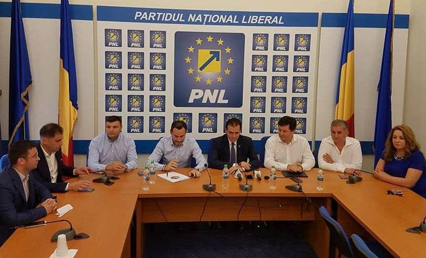 EXCLUSIV: Lista lui FALCĂ pentru Guvernul Orban. CARE sunt PROPUNERILE de MINIȘTRI și secretari de stat avansate de europarlamentarul arădean