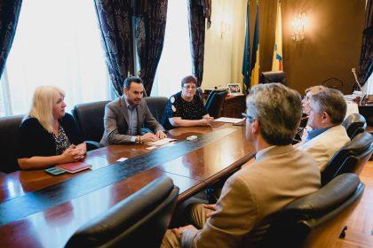 Reprezentanții unei universități din New Jersey au vizitat Aradul. Ce au discutat cu Gheorghe Falcă