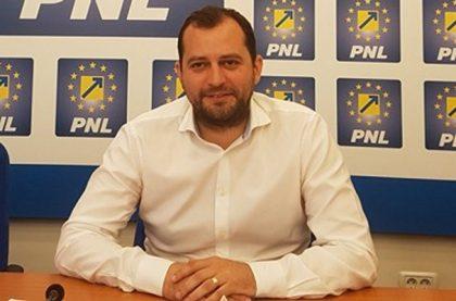 """Răzvan Cadar: """"Todor a votat confiscarea banilor Aradului și acum ne povestește cum puteam cheltui banii confiscați"""""""