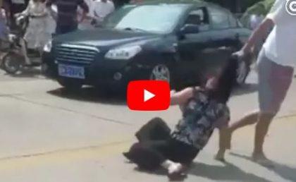 ŞOCANT! Copilul l-a prins cu AMANTA în MAŞINĂ. VIDEOCLIPUL a făcut înconjurul lumii