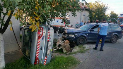 GALERIE FOTO/ ACCIDENT cu TREI VICTIME, în Arad. Femeie BLOCATĂ în autoturism