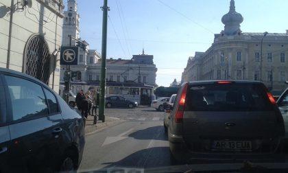Atenție ȘOFERI: Circulație BLOCATĂ pe mai multe STRĂZI din oraș