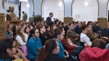 """Latină, poezie, ateliere și multe altele, la Simpozionul """"În lumea lui Comenius – sisteme eficiente de educație"""", organizat de UVVG Arad (GALERIE FOTO)"""