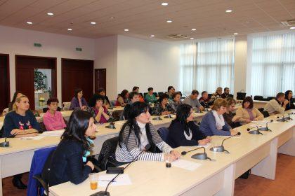 Consultare publică cu toți furnizorii de servicii sociale, publici și privați, organizată de DGASPC Arad. Ce s-a decis