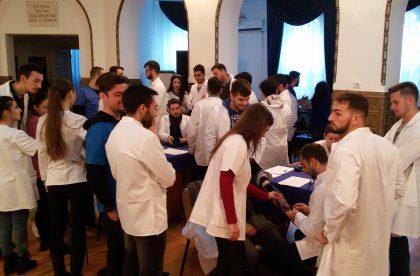 """Analize gratuite pentru arădeni în cadrul proiectului """"Săptămâna Sănătății în Arad"""", implementat de studenţii medicinişti ai UVVG"""