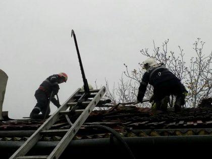 Incendiu la o casă de pe strada Mierlei