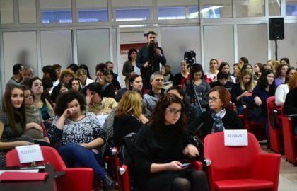 """Teatru şi fotografie pentru copiii cu CES, la Universitatea """"Aurel Vlaicu"""""""