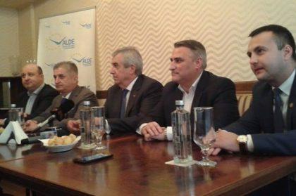 """SCANDAL la ALDE Arad! """"Filiala nu poate performa (doar) prin strategii de tavernă sau de sală de bal"""""""