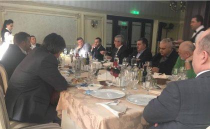 CUTREMUR în PNL Arad! Mai mulţi primari liberali la întâlnirea cu Tăriceanu! Alţii, ÎNTORŞI din drum