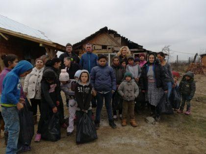Consilierul judeţean Simon Stan a adus bucuria Crăciunului în zeci de familii nevoiaşe (FOTO)