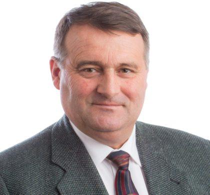Marinel Jurjescu, primarul comunei Şiştarovăţ, se alătură edililor care solicită sprijin financiar de la CJA