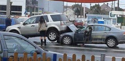 ACCIDENT: Mașină LUATĂ PE SUS, la ieșirea din Arad