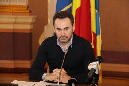 """ACUZE: """"Gheorghe Falcă ne arată încă o dată cât de mult îi URĂȘTE pe arădeni, propunând din nou MAJORAREA impozitelor și taxelor locale"""""""