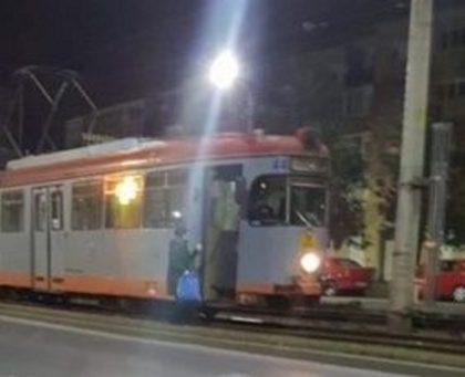 UPDATE/ PANICĂ în Aradul Nou: Un TRAMVAI cu PASAGERI a luat FOC