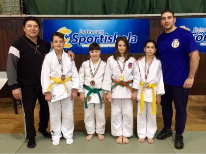 Arădenii au obținut 4 MEDALII la competiția INTERNAȚIONALĂ de judo de la Debrecen