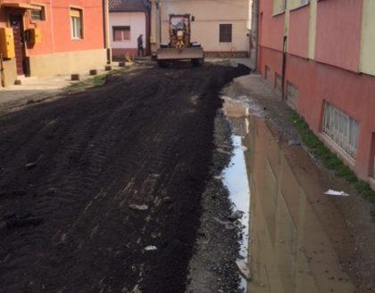 Administraţia reabilitează, în sfârşit, strada pe care se află cea mai mare şcoală de nevăzători din ţară (FOTO)