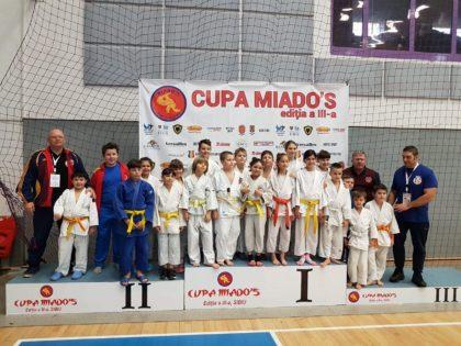 Judoka ARĂDENI au ocupat DOUĂSPREZECE LOCURI pe PODIUM la Cupa Miado΄s de la Sibiu. CINE sunt medaliații