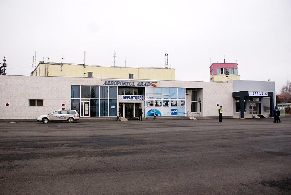 Mai mare RUȘINEA! De ce nu au venit companiile TAROM și BLUE AIR la Aeroportul din Arad