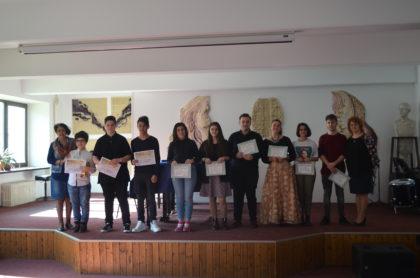 """Elevii Colegiului de Arte """"Sabin Drăgoi"""" s-au întors cu o mulțime de premii de la olimpiadele naţionale din domeniul artistic"""