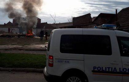 Mașină în FLĂCĂRI pe Andrei Șaguna! Focul ar fi fost pus INTENȚIONAT (FOTO)