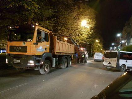 Reparații nocturne la străzile din Arad (GALERIE FOTO)
