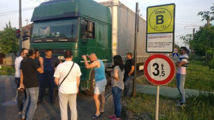 Locuitorii unui cartier arădean au ajuns la capătul răbdării! Ce s-a întâmplat (FOTO)