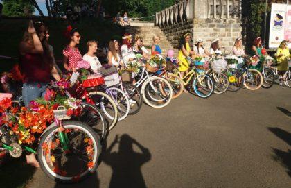 Aradul a înflorit! Sute de bicicliste au participat la SkirtBike Arad 2018 (GALERIE FOTO)
