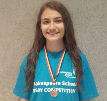 O adolescentă din Arad a câștigat cel mai mare concurs naţional de creaţie în limba engleză