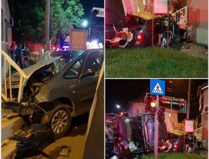 PRĂPĂD azi-noapte, în Arad, în colţ la Poliţia Rutieră (GALERIE FOTO + VIDEO) UPDATE: Cum s-a produs accidentul