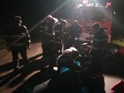 IMAGINILE DEZASTRULUI/ Pompierii au MUNCIT toată NOAPTEA pentru a EVACUA apa care a INUNDAT satul Lalașinț