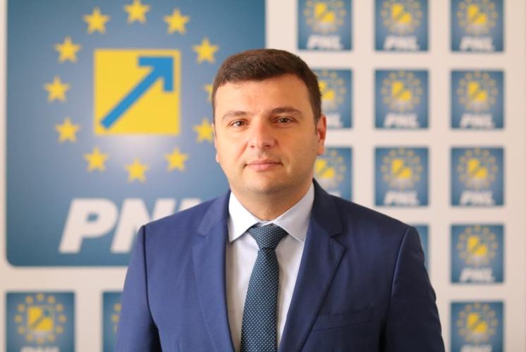 """Sergiu Bîlcea: """"Habarnistul deputat Tripa nu ştie de ce este bine să accesăm fonduri europene"""""""