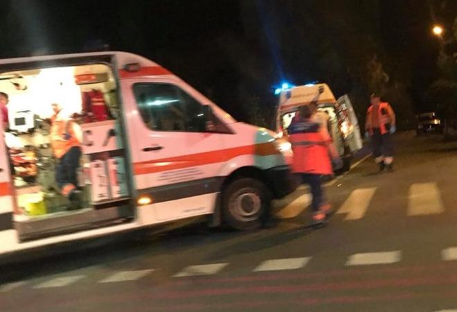 O ambulanță care TRANSPORTA O PACIENTĂ, implicată într-un GRAV ACCIDENT