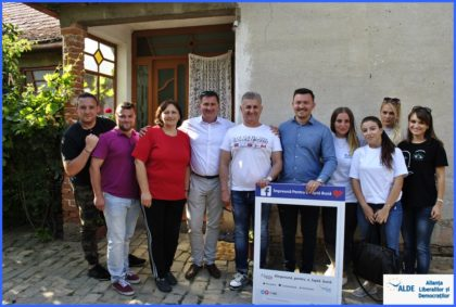 Tineretul ALDE Arad a continuat evenimentele caritabile, la Nădlac. Cine a fost ajutat de această dată (FOTO)
