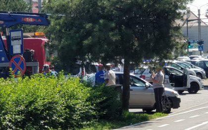 SCANDAL în UTA, la Eclipse Pub! S-a lăsat cu AMENINŢĂRI şi RIDICĂRI de MAŞINI! UPDATE: Poliţist RĂNIT în incident (FOTO)