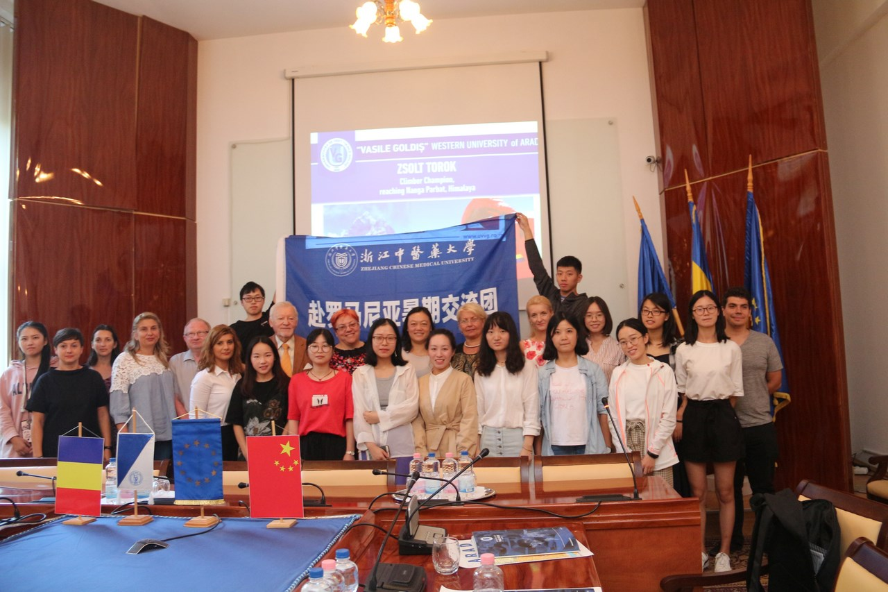 Studenţi chinezi, la Şcoala de Vară a UVVG (GALERIE FOTO)