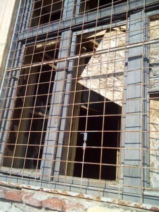 Clădirea din Arad unde au învățat elevii timp de peste un SECOL, acum o RUINĂ (FOTO)