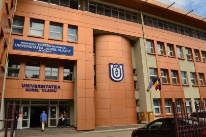 """Universitatea """"Aurel Vlaicu"""" din Arad începe anul universitar"""