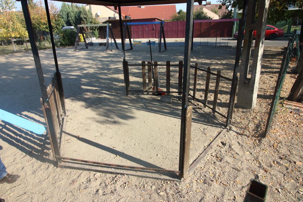 Aproape JUMĂTATE din locurile de joacă pentru copii din municipiu, CURĂȚATE de VOLUNTARI (GALERIE FOTO)